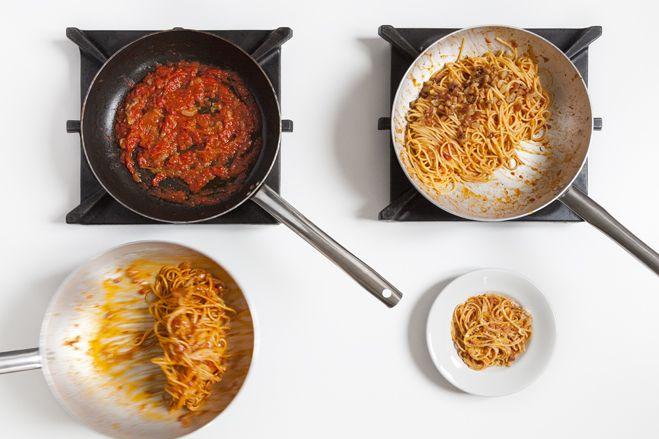 Spaghetti alla amatriciana :http://www.laboratoriocingoli.it/spaghetti-alla-amatriciana/
