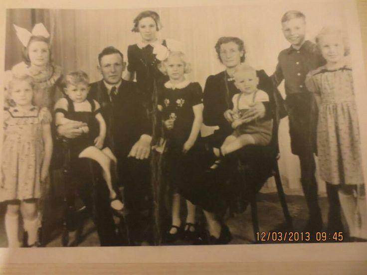 Fam. Piet Jansen.....To van den Broek in 1954....voor het vertrek naar Canada in 1955