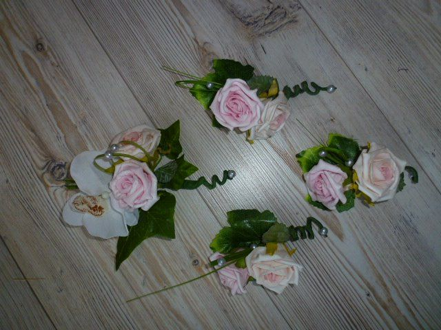 roze corsage met roos en orchidee