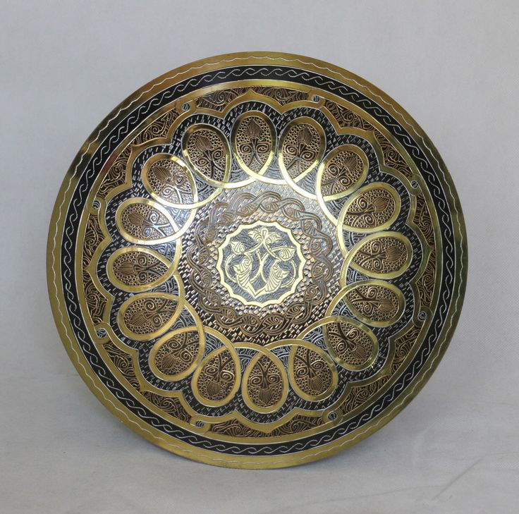 An amazing Cooper Plate crafted with care to create an elegant look to your home . Diameter: 27cm