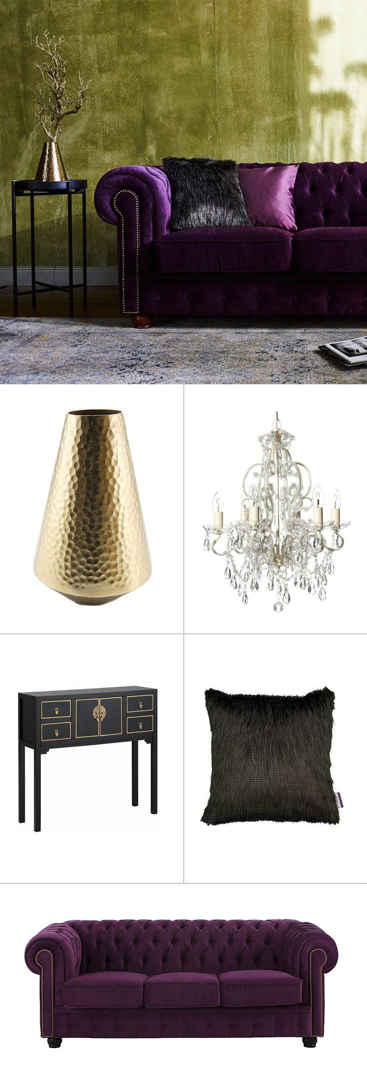 Vor allem in großen Räumen kommt der Glamour-Prunk-Stil besonders gut zur Geltung. Dazu gehört wenig Barock wie mit dem Kronleuchter oder der Konsole – und in jedem Fall starke Farbakzente wie das edle Chesterfield-Sofa in lila. Goldtöne nicht vergessen!