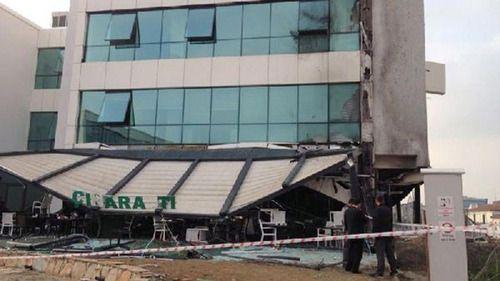YTÜ Davutpaşa Yerleşkesi'nde restoranda doğalgaz sıkşması sonucu şiddetli bir patlama yaşanmış. YTÜ'den yapılan açıklamada, patlamanın Teknokent alanında saat 05.30'da meydana geldiği belirtilmiş. Ayrıntılar: blog.unisepet.com