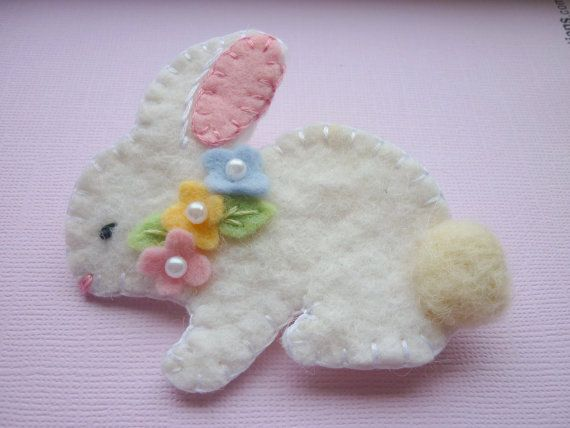 Felt Bunny - this would look good adorning an easter basket