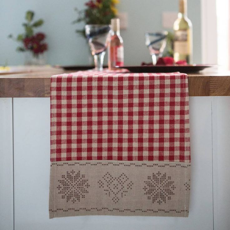 Love This Gingham Christmas Table Runner   I Could Make This With Burlap  Border.