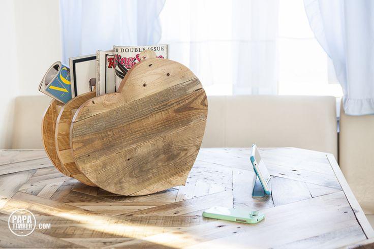 Heart shaped with love news paper stand made from reclaimed pallet wood. Side view for Him./ Stojak na gazety w krztałcie serca wykonany z palet. Strona dla niego.