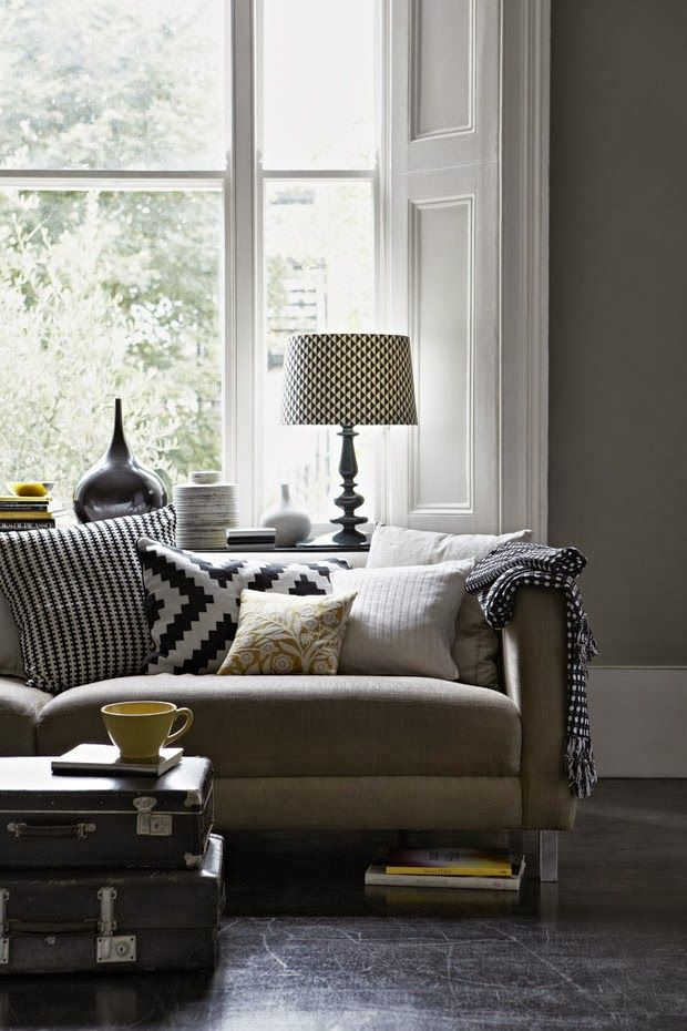 The combintation of this black and white patterned cushions are so pretty!