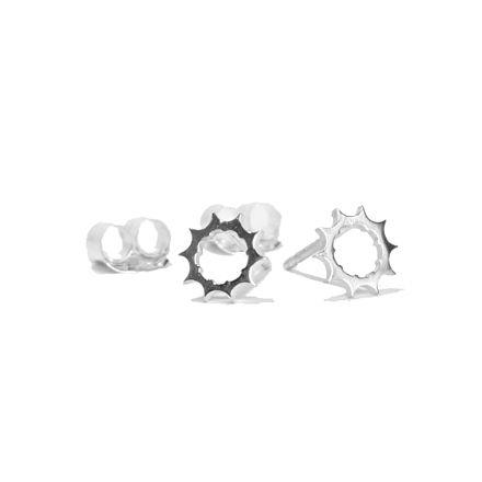 Sprockets earrings for cycling jewelry. Bicycle earrings Pendientes plata con forma de piñón. Pendientes bicicleta #cycling #urbano #ciclismo #cyclingpro #procycling #joyeria #joyeriaciclismo #pendietes #pendientesbicicleta #biciletta #bicicleta #cycle #cyclinglife #silver #earrings #silverearrings #joyeriabicicleta #anillo-bicicleta