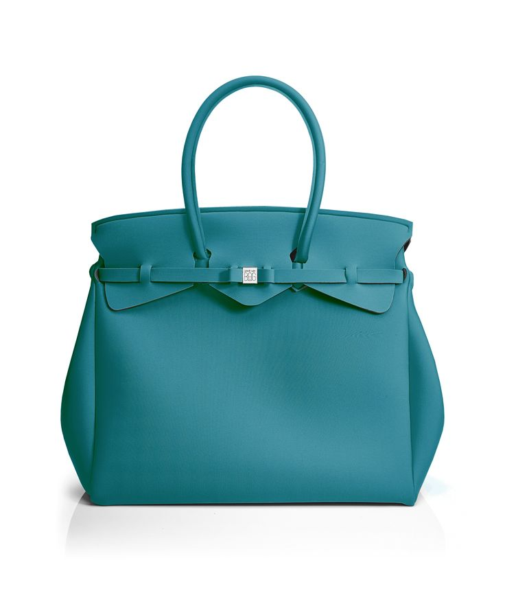 The Miss Weekender is your go-to bag for the perfect weekend away! This versatile tote transitions to a gym, beach or baby bag and is perfect for the jet-set who want to travel in style.  Size  440 x 400 x 200 mm  614g  Made in Italy  Vegan Friendly  Made from Poly-Lycra Fabric   Teal