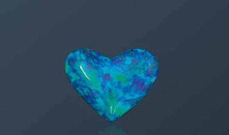 Spectaculaire opale noire En forme de coeur, de 49,88 carats, spécimen rare,unique au monde. Provenance: Lightning Ridge, Australie. Les opales noires demeurent de loin les plusrares. En effet, l'arrangement… - Millon - 29/06/2016