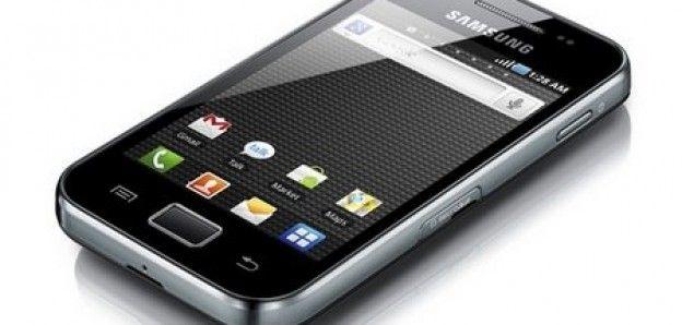 Samsung her geçen gün farklı modellerle teknolojiye damgasını vurmaya devam ediyor. Samsung telefon kullananlar memnun kalıyor tabiki bende bir samsung kullanıcısı olarak kesinlikle anroid sistemden ve samsungdan vaz geçmemenizi öneriyorum. http://www.sanalrisk.com/samsung-galaxy-ace-nasil-format-atilir.html