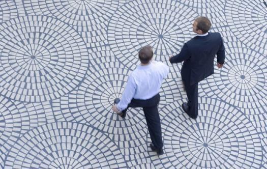 Walks and talks: The benefits of the walking meeting | Robert Half Work Life