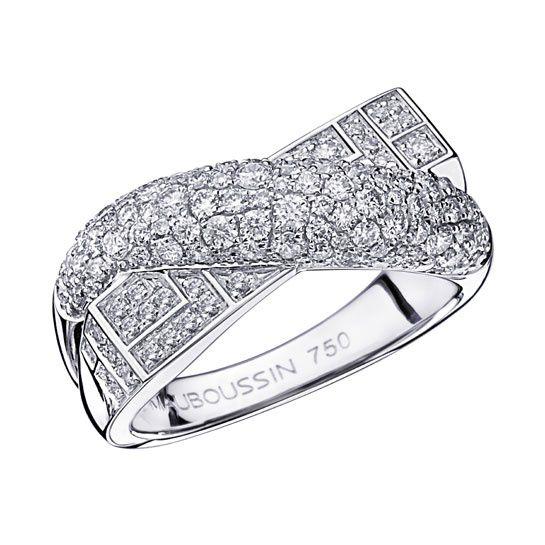 La bague En Corps et Encore tout diamant de Mauboussin http://www.vogue.fr/mariage/bijoux/diaporama/la-bague-de-fiancailles-en-corps-et-encore-tout-diamant-de-mauboussin/17048