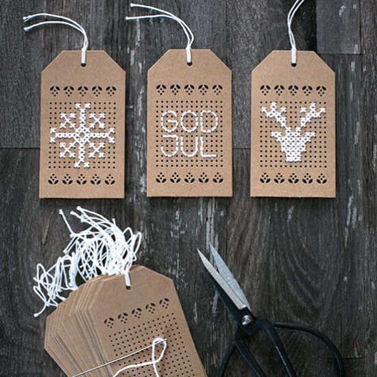 Make embroidered tags for your Christmas gifts. Tutorial in English and Swedish.