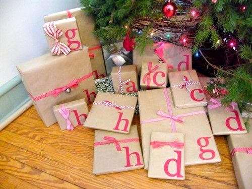 What a fun wrapping idea, take the first initial of whomever the present is for and wrap all of theirs with it.: Brown Paper, Gift Wrapping, Cute Ideas, Gift Wraps, Gift Tags, Wraps Paper, Christmas Wraps, Christmas Gift, Wraps Ideas