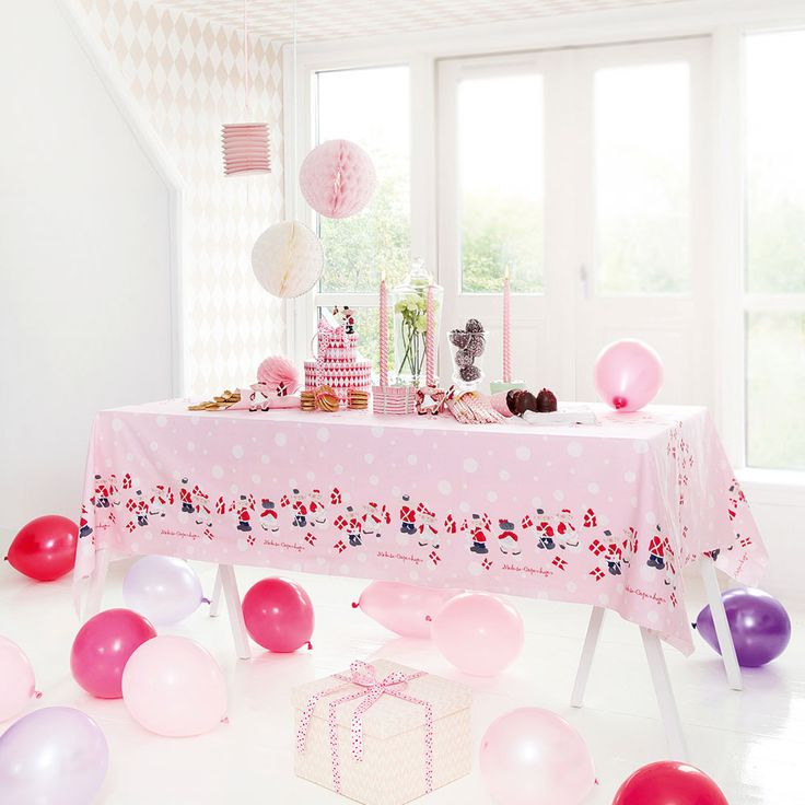 #medusacopenhagen #celebration #SS15 #birthday #girltheme #pink #brightred #ballons #tablecloth #decoration #rikkitikki