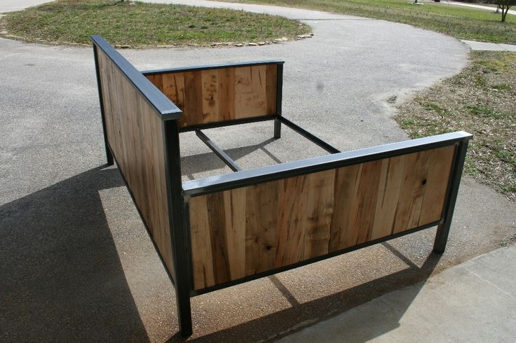 queen size day bed with ambrosia maple www.metalfred.com