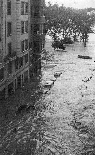 Riada en Valencia. Octubre 1957