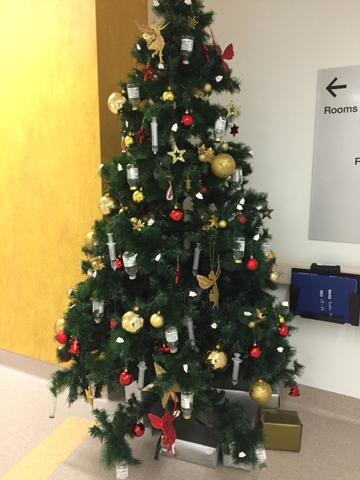 Our Xmas tree at work on the Surgical Ward :)