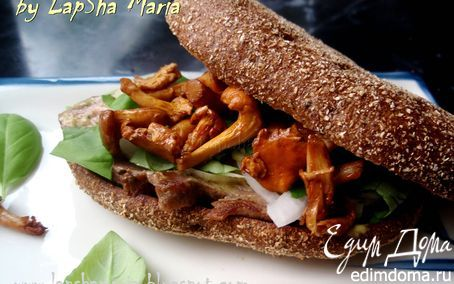 Сэндвич с говядиной, лисичками и горчичным соусом | Кулинарные рецепты от «Едим дома!»