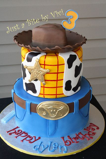 Woody birthday cake- Such a clever idea to make such a great cake but keeping the structure of the cake so simple.