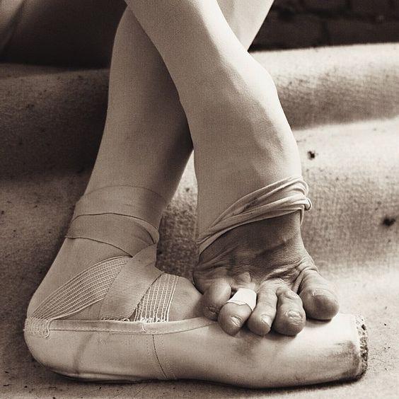 30 Desgarradoras fotos de las bailarinas de Ballet ruso detrás del telón