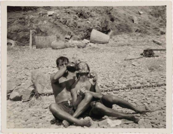 GENIOS O IMPOSTORES El surrealismo dejó de ser un juego Dalí, Lorca y Buñuel vivían jugando a inventar gansadas que hoy no harían la menor gracia