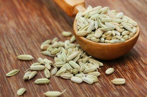 フェンネルは遥か昔に人が栽培をし始めた植物のひとつで、古代ローマの戦士達は健康維持の為、女性たちは肥満防止の為にフェンネルを利用したと言われています。新陳代謝を促進し食欲を抑える効果は減量に、殺菌・浄化作用は肌のくすみやシワ改善にも効果的です。#エッセンシャルオイル#アロマレシピ#アロマテラピー#ハーブ#ガーデニング