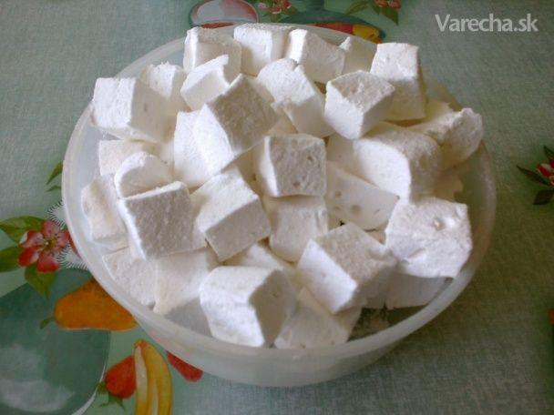 Spravila som domáci Marshmallow v novom kuchynskom robote :))) Čítala som recept  @Honestky a keďže kukuričný sirup nemám doma nahradila som to medom a výsledok???  Posúďte sami :)))