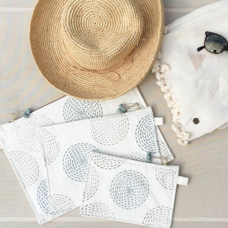 Hand block printed and embroidered multi-purpose pouch set / Hand bedruckt und bestickte Taschen für alles // mehr auf ARTHA Collections #accessories #pouches #blockprintbags #cosmeticpouches #clutches