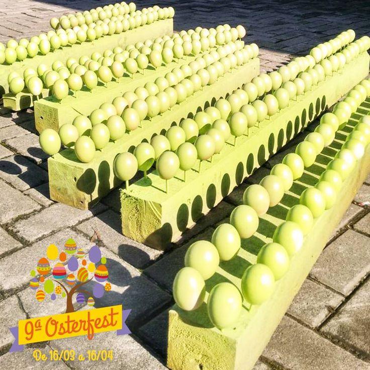 A Osterfest começa só em março do ano que vem, mas muitas coisas precisam ser preparadas bem antes, como a pintura dos ovinhos da Osterbaum.  A festa do ano que vem será de 16/03 a 16/04. Programe-se para visitar a cidade mais alemã do Brasil!   #Osterfest #Páscoa #Pomerode #Tradição #Ovos