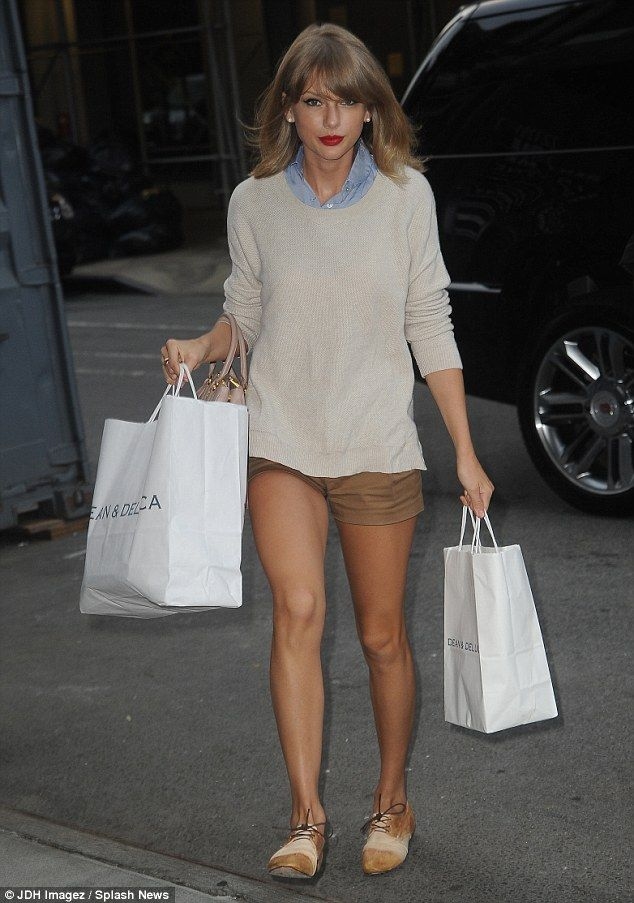 Taylor Swift went preppy-casual in a chambray top, baggy sweater and khaki shorts for a grocery run at Dean & DeLuca on August 1, 2014 http://dailym.ai/1pzrrgq