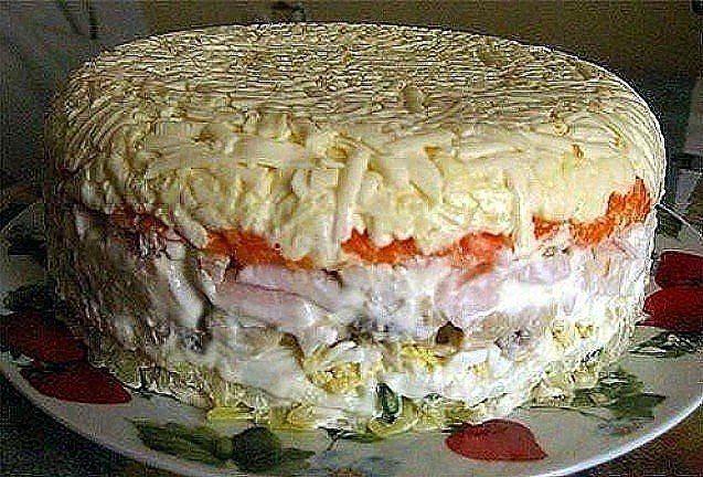 Слоёный салат с грибами.  Состав: картофель 2 шт. яйцо 4 шт. шампиньоны (замаринованные) 16 шт ветчина 200 — 250 гр. морковь 2 шт. сырок плавленный 2 шт. зелёный лук пучок майонез  Приготовление: Отварить картофель, яйца, морковь. Выкладывать слоями:  — картофель + майонез — мелко нарезанный зелёный лук — яйца, натёртые на крупной терке + майонез — грибы + майонез — ветчина порезанная кубиками + майонез — морковь, натёртая на крупной терке + майонез — плавленный сырок + майонез  Поставить…
