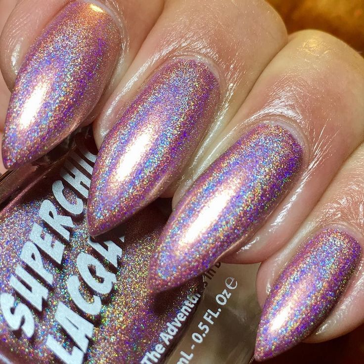 "#sponsored @superchiclacquer ""Rosebuddy"" from the Urban Dictionary collection. This is an intense golden rose duo chrome holo. I have it shown here as 1 coat topped with #superchiclacquer #marveltopcoat.  The formula is flawless completely opaque in just 1 coat and dries down very fast. Superchic probably has the best formula for holos.  NOTEBecause the Urban Dictionary collection is so pigmented pigmented staining is a possibility. Please make sure to use a good base coat to prevent it. I…"