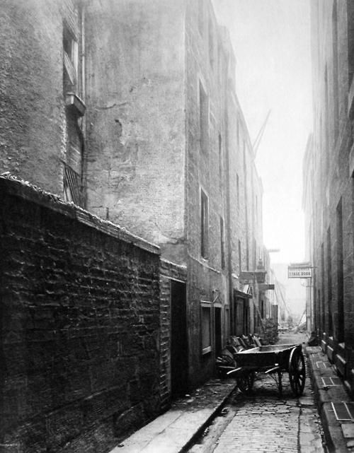 Thomas Annan: The Old Closes and Streets of Glasgow 1900