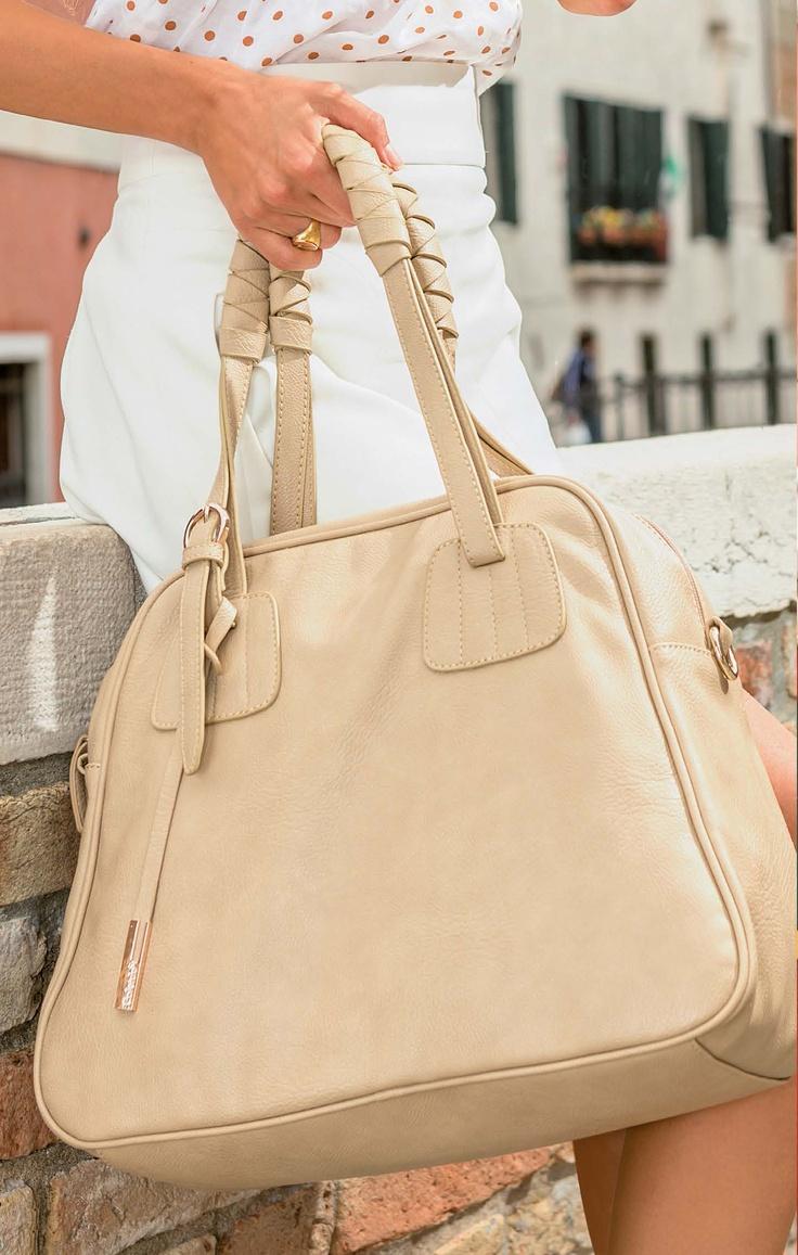 Amore per i dettagli in una borsa sempre elegante... http://www.caleidostore.it/it/borse-medie/22-apofillite.html