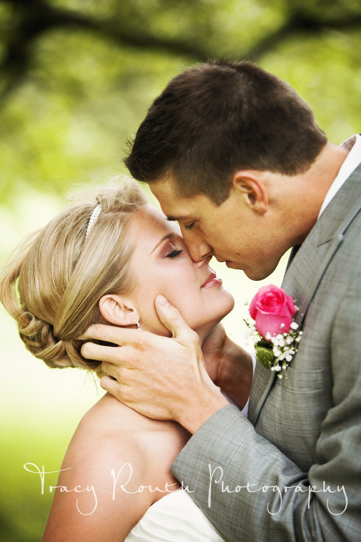 cute, wedding photo idea http://prettyweddingidea.com/