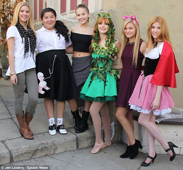 The gang's all here: @4CastisSunshine, Raini Rodriguez, Kelly Berglund, @bellathorne @Olivia_Holt and Katherine