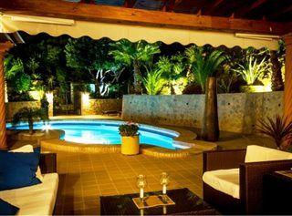 Wieczorny relaks przy basenie  http://www.wakacje-hiszpania.pl/11098