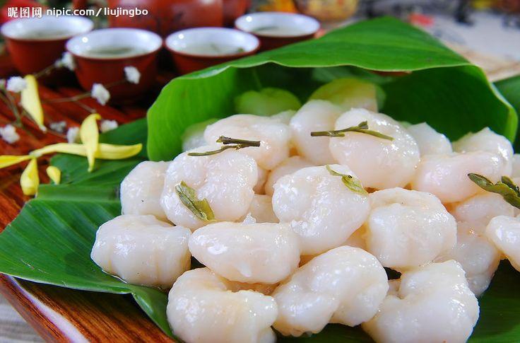 Longjing Tea Shrimp will stimulate your appetite and leave a sensational light taste of tender shrimp. It is also a very well-known and unique dish in Hangzhou cuisine. #hangzhou #china #asia #explore #dishes #cuisine #longjingteashrimp