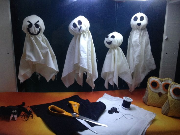 Our Halloween themed window display! Come and learn how to make a really simple floating ghost decoration :O