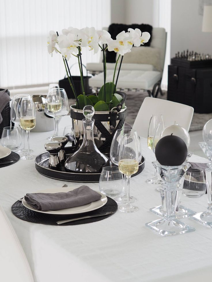 It's time for dinner with family and friends! www.balmuir.com