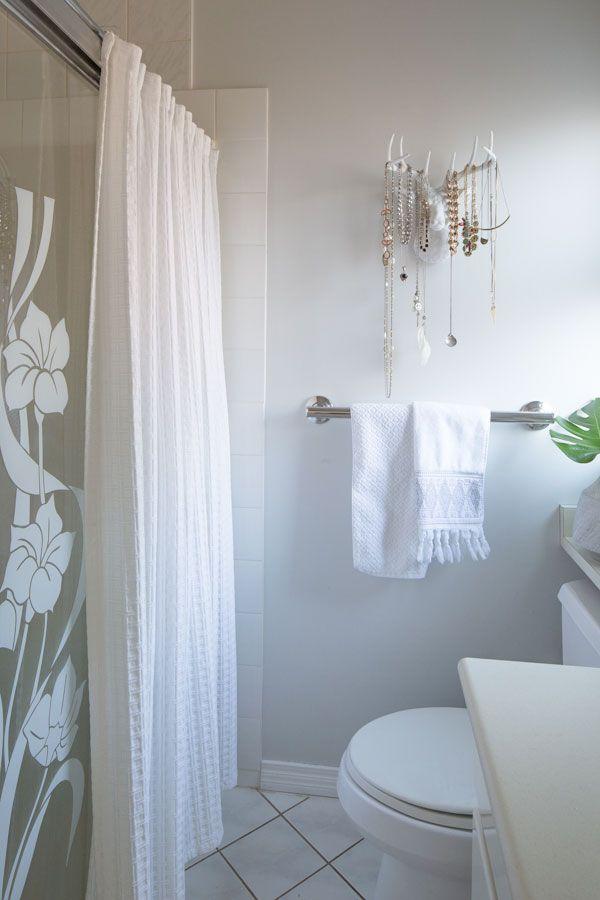 80s Cream Bathroom Refresh Before After Maria Killam The True Colour Expert In 2020 Cream Bathroom Bathroom Refresh Waffle Weave Shower Curtain