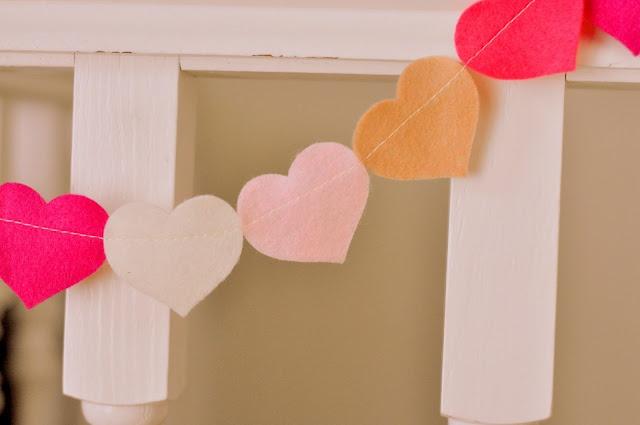 felt heart garlandValentine'S Day, Valentine Day Crafts, Sewing Projects, Felt Hearts, Heart Garlands, Dinner Parties, Crafts Projects, Sewing Machine, Valentine Decor