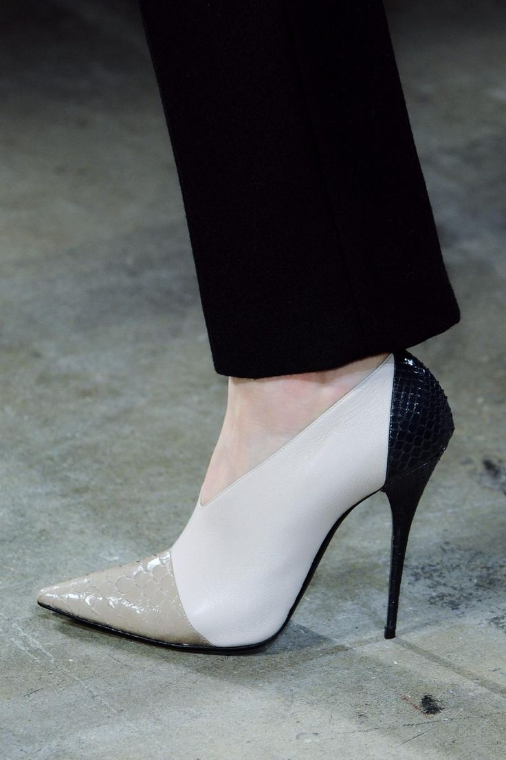 Narciso Rodriguez Fall 2013 RTW Collection - Fashion on TheCut
