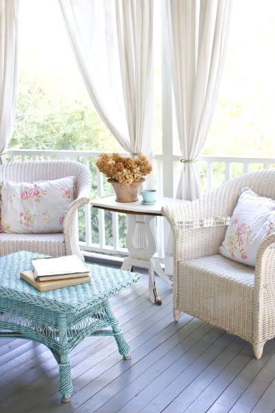 Lovely porch: Modern Interiors Design, Living Rooms Design, Shabby Chic, Design Interiors, Cottages Porches, Modern Houses Design, Wicker Chairs, Interiors Decor, Front Porches
