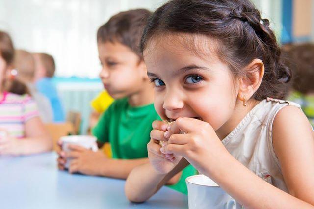 Πώς γίνονται οι υγιεινές επιλογές τρόπος ζωής για τους μικρούς μας φίλους; Δείτε τις 10 σημαντικότερες αλήθειες για την παιδική διατροφή και τη σωστή ανάπτυξη του: http://www.olivemagazine.gr/9-1-%CE%B1%CE%BB%CE%AE%CE%B8%CE%B5%CE%B9%CE%B5%CF%82-%CE%B3%CE%B9%CE%B1-%CF%84%CE%B7%CE%BD-%CF%80%CE%B1%CE%B9%CE%B4%CE%B9%CE%BA%CE%AE-%CE%B4%CE%B9%CE%B1%CF%84%CF%81%CE%BF%CF%86%CE%AE/