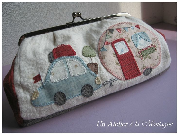 La pochette Caravane | No instructions, just inspiration. The blogger was inspired by a pillow in a magazine.