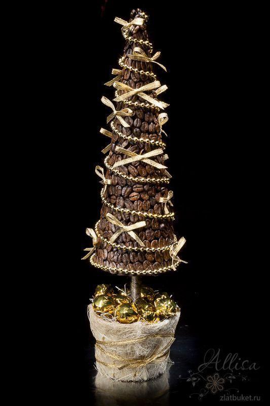 Aromatiza tu hogar con estos ingeniosos árboles navideños para las próximas fiestas. Si te encanta el olor del café, seguro que este detalle navideño te gustará. Puedes usarlo como centro de mesa, en la chimenea o a la entrada de tu casa. Es una idea fácil de hacer y una excelente decoración. Estos lindos árbolitos …