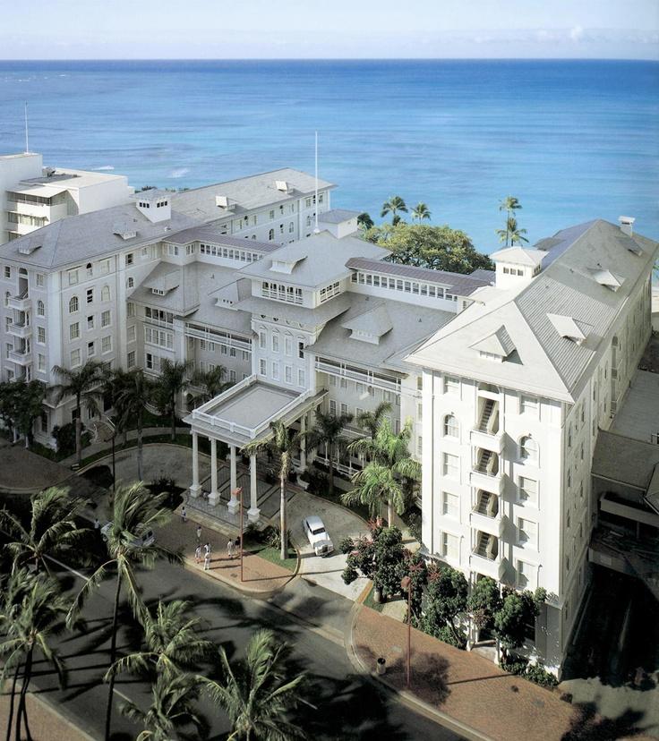 Beautiful Moana Surfrider Hotel in Waikiki Beach, Oahu, Hawaii