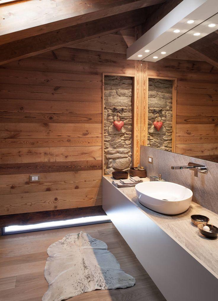 Quanto vi intriga questa camera da letto?Guardate il resto... https://www.homify.it/progetti/6165/un-caldo-chalet-di-design